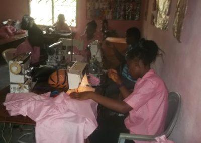 Beroepsopleidingen voor tienermoeders in Kameroen