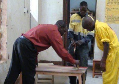Gereedschappen voor ambachtsschool in Oeganda
